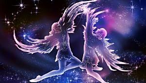 Zwei tanzende Seelen im Himmel, eine Dualseelen-Liebe